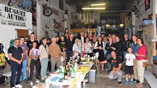 Les voisins de la rue Boichot se réunissent  pour faire la fête