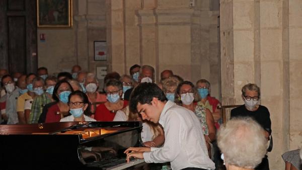 L'église Saint Just de Fontaines a vibré au rythme du piano sous les doigts d'Ilan Zajtmann.