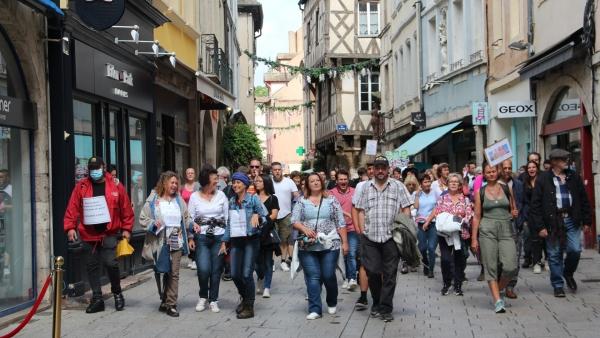 Plus de 700 personnes ont défilé à Chalon-sur-Saône contre le pass sanitaire (1/2)