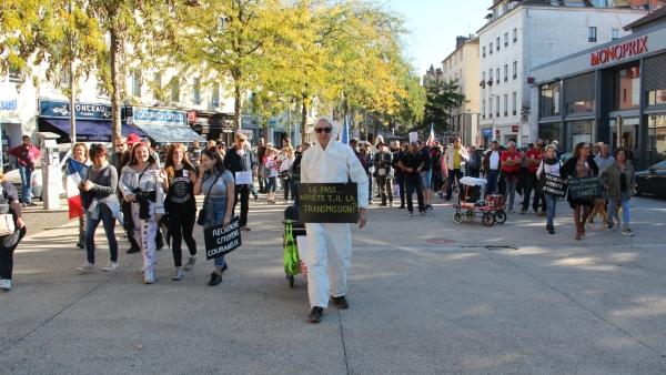 Manifestation anti-pass sanitaire : près de 160 personnes à Chalon-sur-Saône, selon les organisateurs