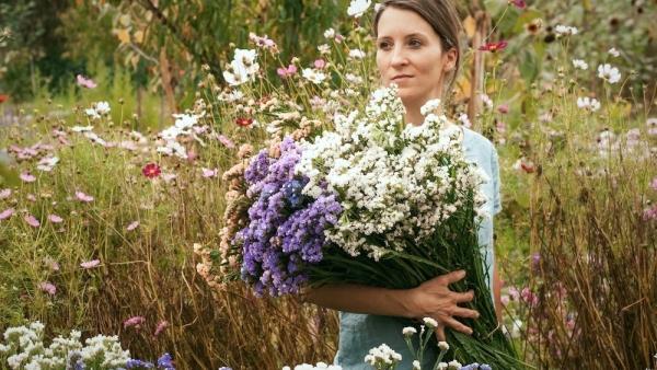 Anne-Laure LADERRIERE: la dame aux fleurs