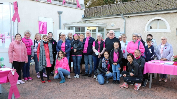 """Les habitants de Champforgeuil ont marché dimanche 10 pour """"Octobre rose""""."""
