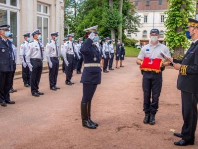 Des policiers décorés et un hommage aux policiers morts en service à Mâcon