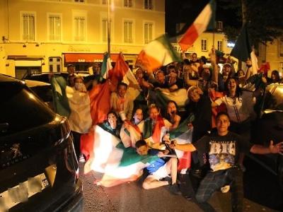 Finale de l'Euro: scènes de liesse dans les rues de Chalon-sur-Saône après la victoire de l'Italie face à l'Angleterre