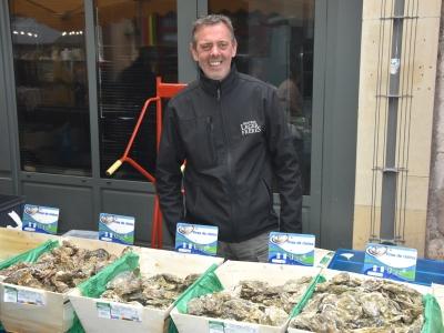 Naisseur ostréiculteur et producteur, venez découvrir et déguster les huîtres 'Marennes d'Oléron' des frères Léger sur nos marchés chalonnais!