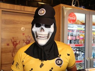 Les commerçants de Chalon-sur-Saône se préparent pour Halloween (1)