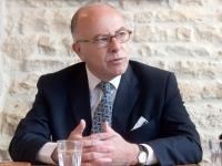 RÉGIONALES : Bernard Cazeneuve prône «un rassemblement large» autour de Marie-Guite Dufay pour «éviter que le Front National ne gagne cette Région»