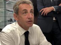 """""""Singes"""" et """"nègres"""" : en dédicace à Chalon, Nicolas Sarkozy n'a pas """"l'intention de commenter une polémique indigne"""""""
