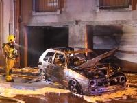 Une voiture s'enflamme et finit contre la façace d'un immeuble à Autun