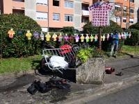 Un motard en urgence absolue après une collision avec une voiture