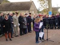 Commémoration du 11 novembre à Varennes-le-Grand: une cérémonie émouvante avec une jeunesse impliquée.