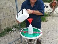 Une Equipe dans la Nature et Clean Auto ont délivré des dizaines de litres de gel Hydro-alcoolique
