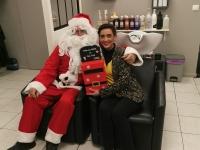 Le Père Noël prépare sa tournée 2020 et a effectué une pause au salon Coiff&Moi à Epervans