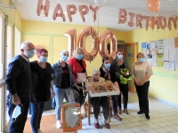 Anniversaire surprise pour la nouvelle centenaire de la Résidence givrotine des 7 Fontaines