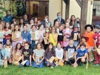 A Givry, des calculatrices remises aux élèves de CM2 de l'école Lucie Aubrac, avant leur rentrée au collège.