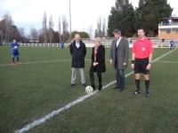 Football :  Bernadette Adams donne le coup d'envoi du match Chalon-Avallon