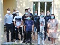 Des jeunes des Charreaux font un don à deux associations Chalonnaises