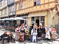 Dans le cadre des Festivités médiévales organisées rue aux Fèvres par l'Association 'Cœur de Ville', Rondes de Nuit a déambulé délivrant de nombreux contes