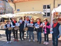 Dans le cadre de la Paulée 2021 de la Côte chalonnaise, 'Rondes de Nuit' a déambulé sur le marché distribuant le programme des festivités