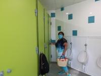 Gros travaux de rénovation des toilettes dans deux des écoles de Saint Rémy.