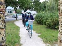 Le Sous-Préfet Olivier Tainturier fait la visite de Saint Rémy à vélo.