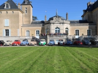 Les adhérents du club Ami Deuche Chalonnais se sont réunis dimanche matin au château de la Loyère.