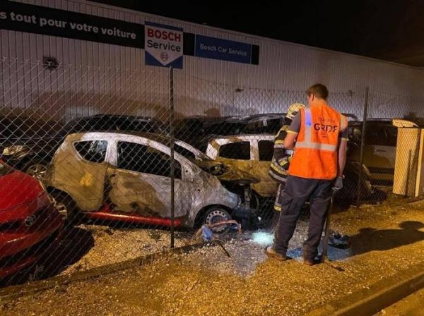 12 véhicules incendiés dans un garage automobile à Auxerre