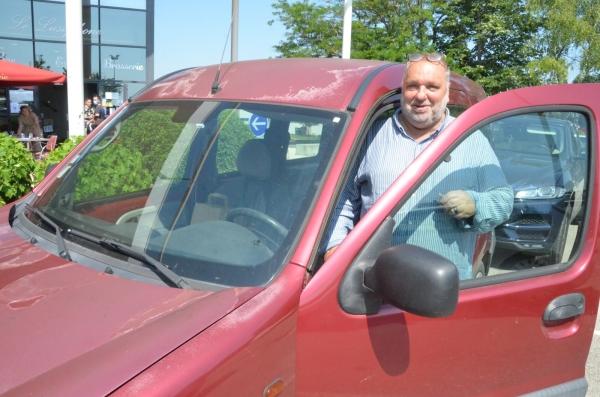 L'ami Philippe est passé de la Mercedes... au Kangoo
