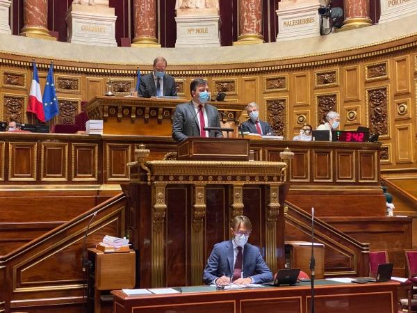 Le Sénateur de Saône et Loire, Fabien Genet, interpelle le gouvernement sur la situation budgétaire de l'enseignement agricole.