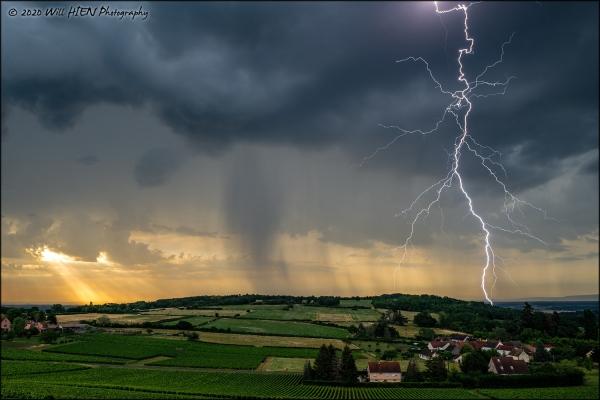 L'orage de vendredi immortalisé par Will Hien sur les hauteurs de Buxy