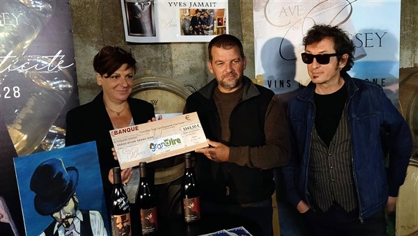 La cave de Bissey remet un beau chèque à l'association «Grand dire».