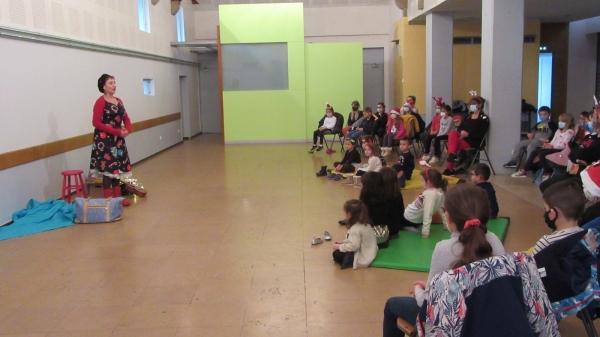 Champforgeuil : Contes de noël et visite du Père Noël pour les enfants de la maison de loisirs