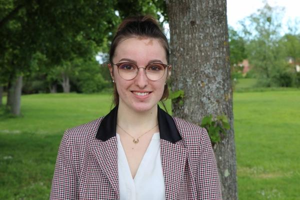 Portrait d'Elodie, jeune femme en service civiqueà Champforgeuil