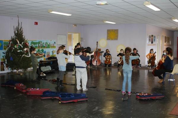 Ecole Gustave Courbet ̏Un orchestre à l'école˝