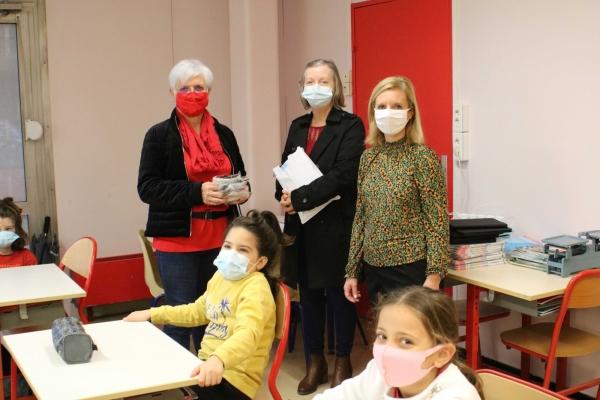 La mairie de Champforgeuil distribue un masque aux enfants des écoles primaires