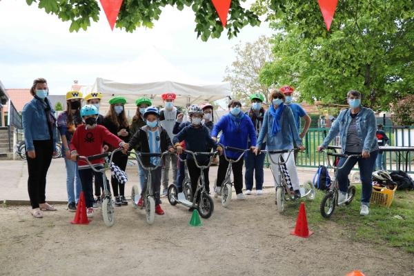 La fête du vélo pour les enfants de 6 à 10 ans au centre de loisirs l'Escale de St Rémy.