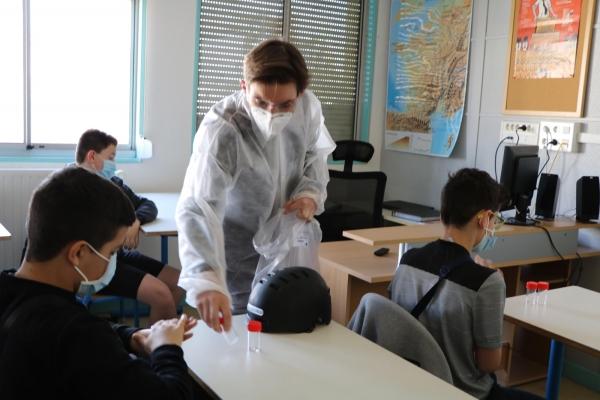 Premiers tests salivaires au collège Vivant Denon de Saint-Marcel