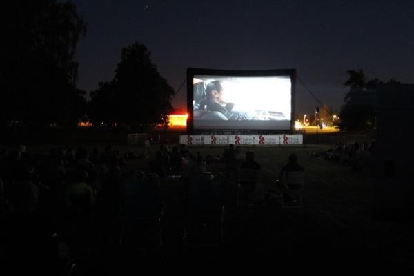 «Jusqu'ici tout va bien» inaugurait la nouvelle édition de Ciné sous les étoiles aux Prés Saint-Jean
