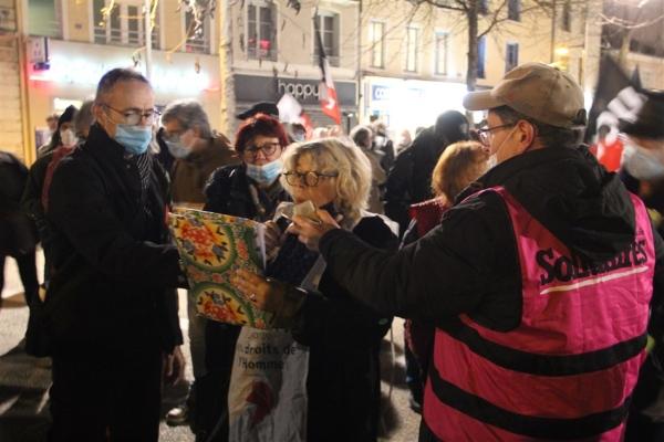 Plus de 250 manifestants contre le projet de loi «Sécurité Globale» à Chalon-sur-Saône