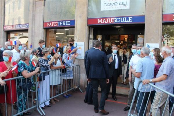 Retour en images sur la séance de dédicace de Nicolas Sarkozy à la librairie Develay (1/2)
