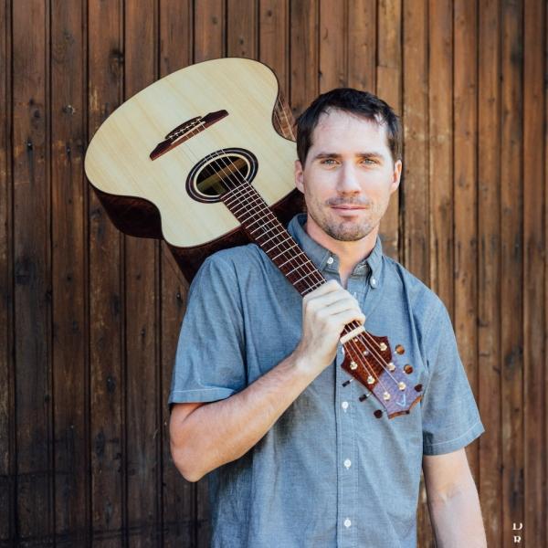 Anthony Favier a fabriqué la guitare électrique que vous verrez dans « The Voice » !