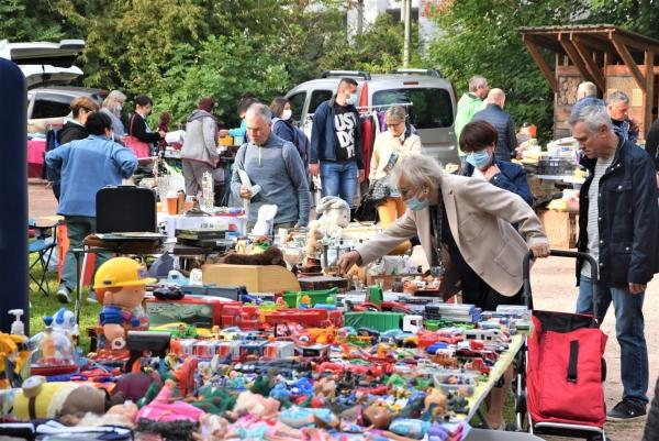 Vif succès pour la brocante-marché aux puces organisé par le Comité de quartier Saint Cosme-Bellevue