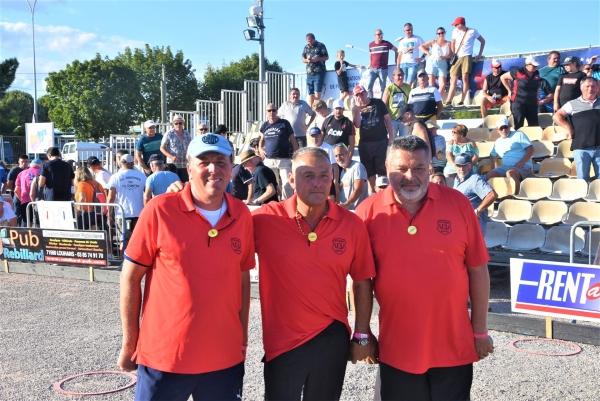 La triplette Quintais-Suchaud-Lucien  remporte haut la main la finale du 42e National pétanque de Chalon