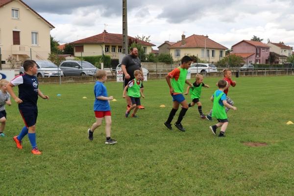 L'école de rugby de Châtenoy le Royal, l'art de faire tourner le ballon ovale les mercredi après-midi.
