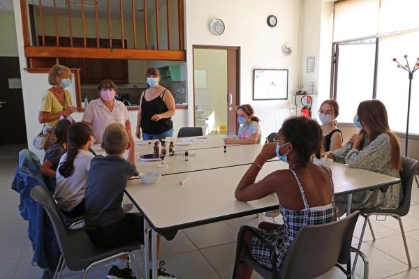 Initiation à la confection de cosmétiques maisons pour les jeunes ados de l'escale de Saint Rémy.