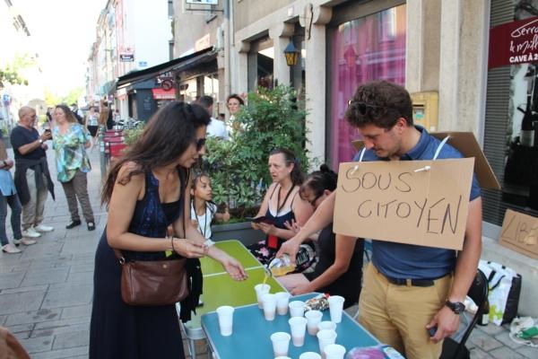 Une cinquantaine d'anti-pass sanitaire réunis pour un pique-nique festif Rue de Strasbourg