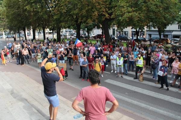 Pass sanitaire : 300 personnes mobilisées pour le dixième samedi de manifestations, à Chalon-sur-Saône