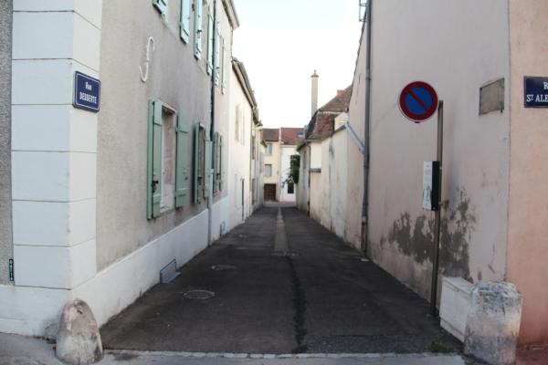 Où est la plaque de la rue Desserte?