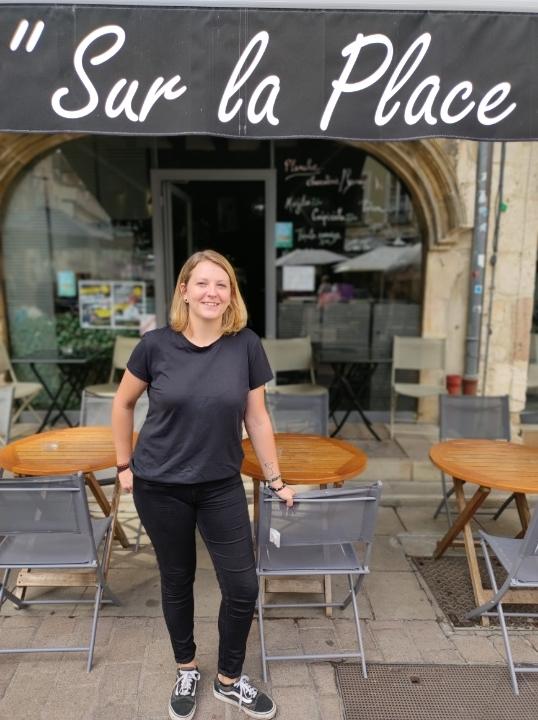 14 années à travailler au café 'Sur la place' et la Meuh ne s'arrête pas là