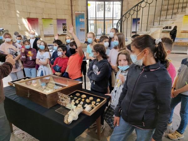 Des enfants des écoles givrotines «A la recherche de la Saône-et-Loire préhistorique»,